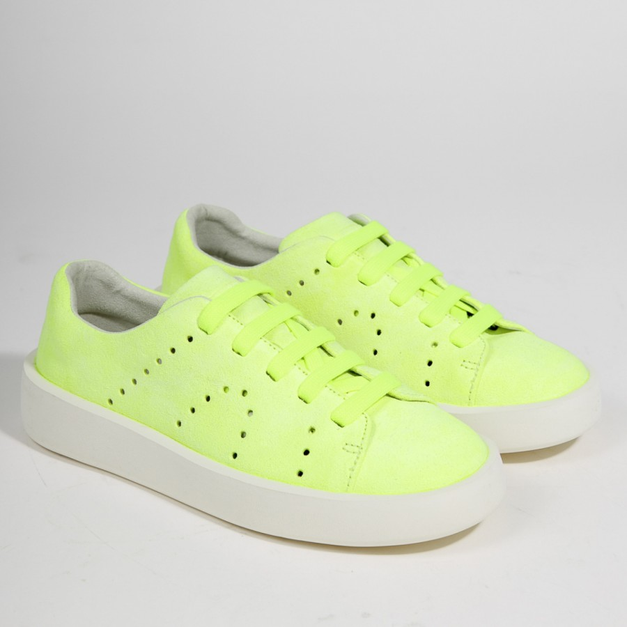 Camper: Τα super cool neon sneakers για παιδιά